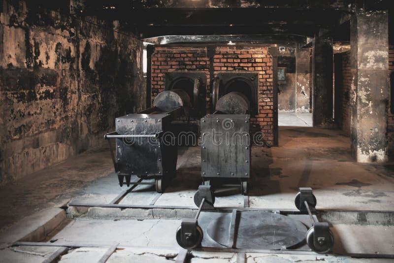 Museu do crematório do holocausto ao lado da câmara de gás Lugar escuro terrível em um campo de concentração fotografia de stock royalty free