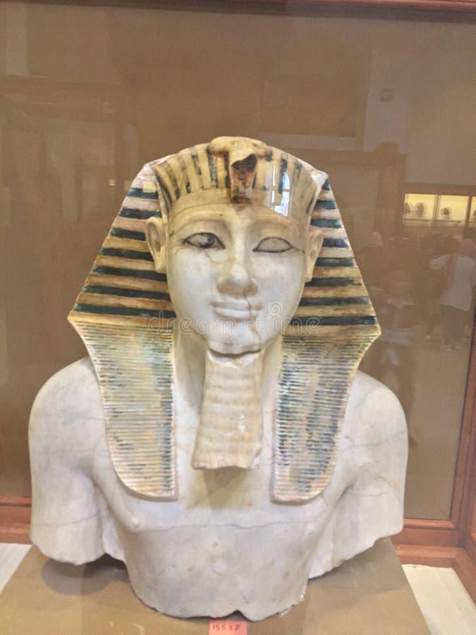 Museu egípcio da escultura da cara do rei Thutmose III fotografia de stock
