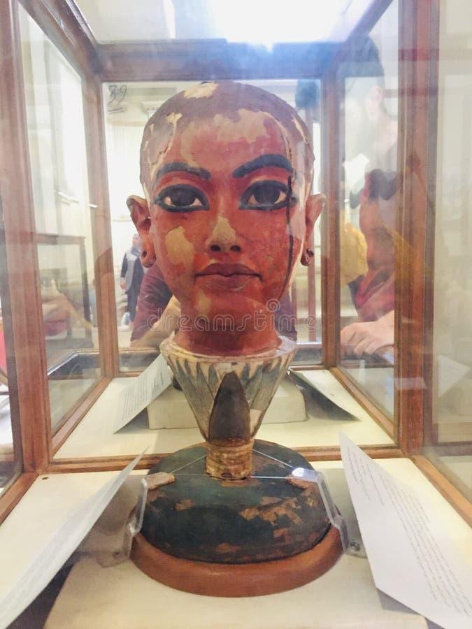 Museu egípcio do rei Tut Face Sculpture imagem de stock royalty free