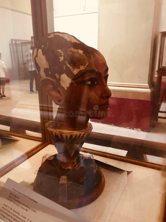 Museu egípcio do rei Tut Face Sculpture fotografia de stock