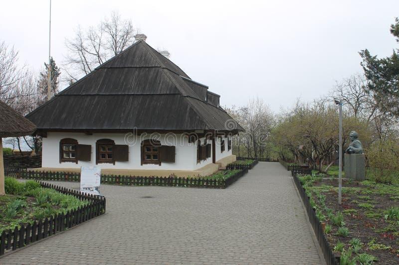 Museu etnográfico em Poltava, Ucrânia Casa ucraniana velha tradicional fotos de stock royalty free