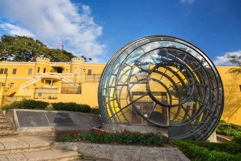 Museu Nacional da opinião de Costa Rica Building Modern Architecture Front perto de San Jose City Center foto de stock
