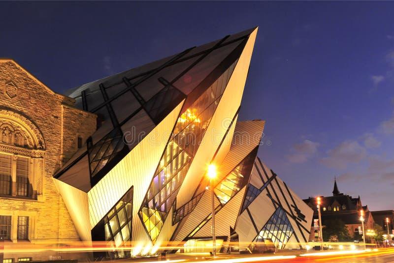 Museu real de Ontário na noite foto de stock royalty free