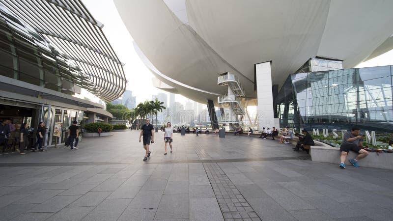 Museu Singapura de ArtScience com turista imagem de stock