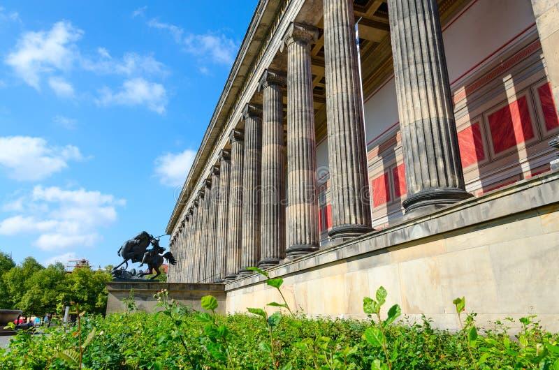 Museu velho na ilha de museu famosa, Berlim, Alemanha fotos de stock royalty free