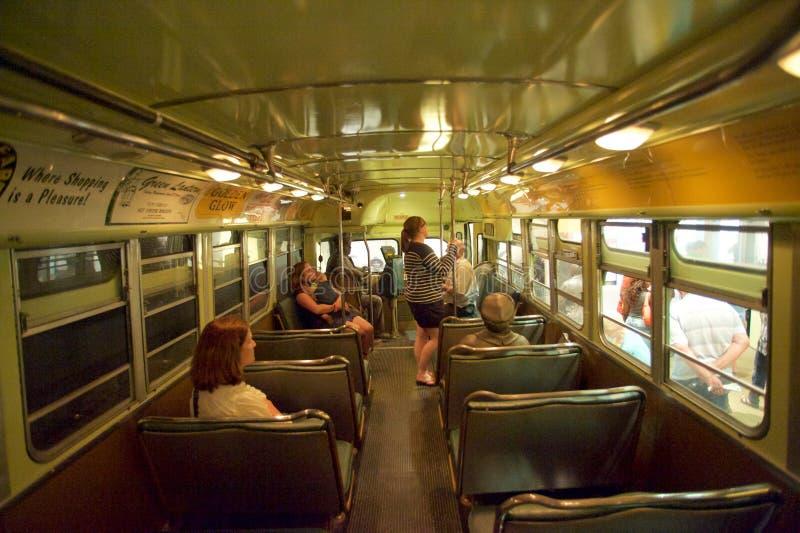 Museu Vistors dos direitos civis na exibição do boicote do ônibus dentro do museu nacional dos direitos civis em Memphis foto de stock royalty free