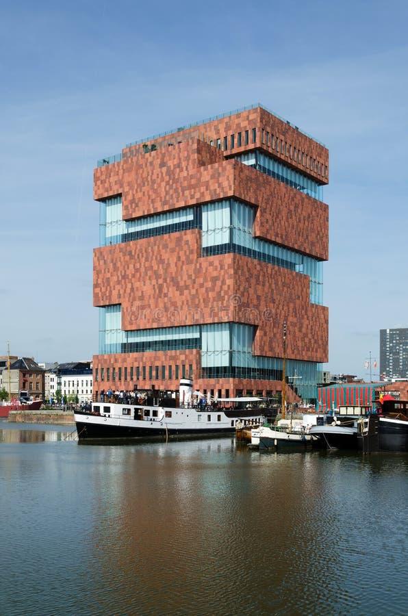 Museum aan DE Stroom (MAS) langs de rivier Schelde in Antwerpen stock afbeeldingen