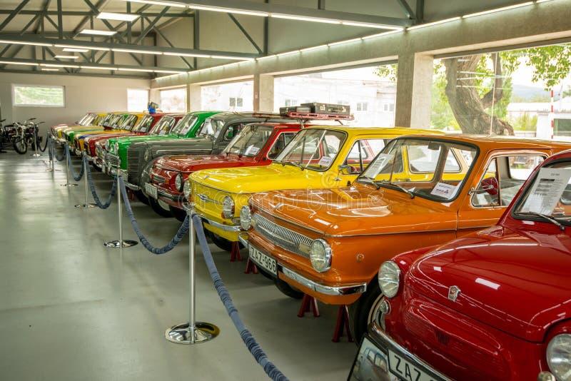 Museum av gamla sovjetiska bilar arkivbild