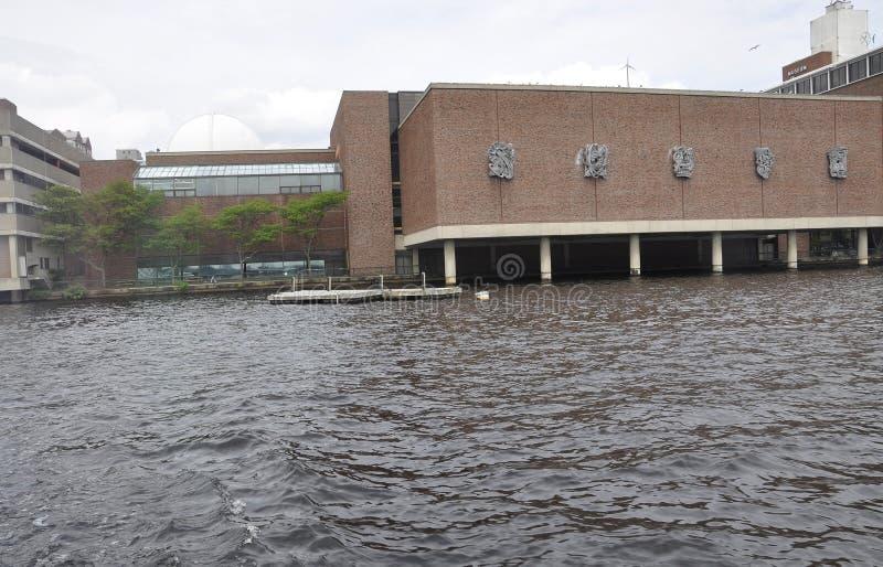 Museum av vetenskapsbyggnadssikten från Charles River i den Boston Massachusettes staten av USA royaltyfri fotografi