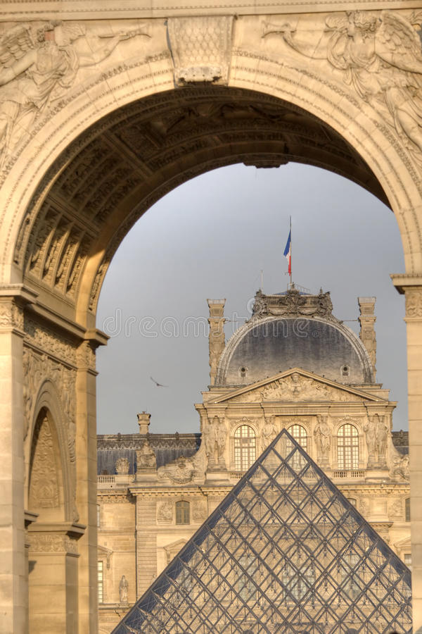 Download Museum Du Louvre editorial photo. Image of pyramid, clear - 9466761