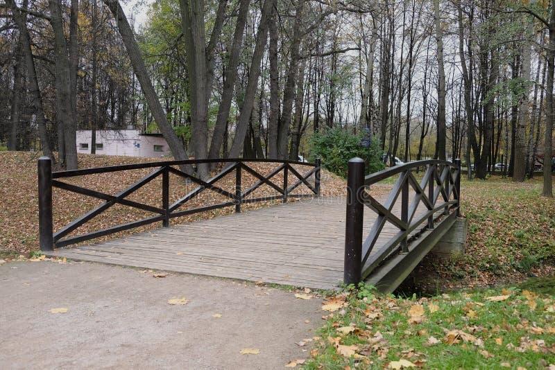 Museum-gods Kuskovo Bron över The Creek royaltyfri fotografi
