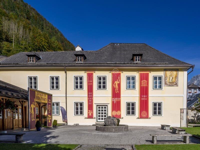 Museum i Hallstatt, Salzkammergut, Österrike, Europa fotografering för bildbyråer
