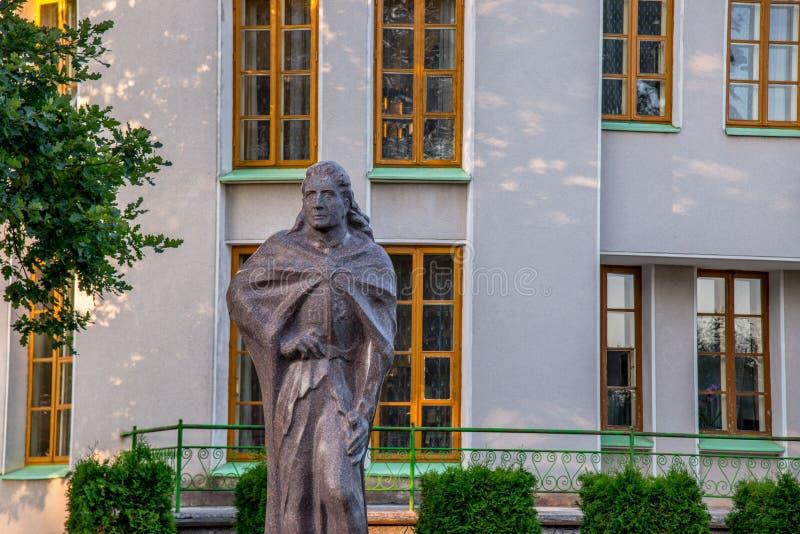 Museum und Skulptur in Kernave stockbilder