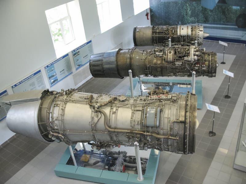 Museum van de geschiedenis van de bouw van de vliegtuigenmotor Vliegtuigenmotoren op tribunes Turbinemotoren en interne verbrandi royalty-vrije stock afbeeldingen