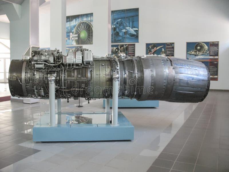 Museum van de geschiedenis van de bouw van de vliegtuigenmotor Vliegtuigenmotoren op tribunes Turbinemotoren en interne verbrandi stock fotografie