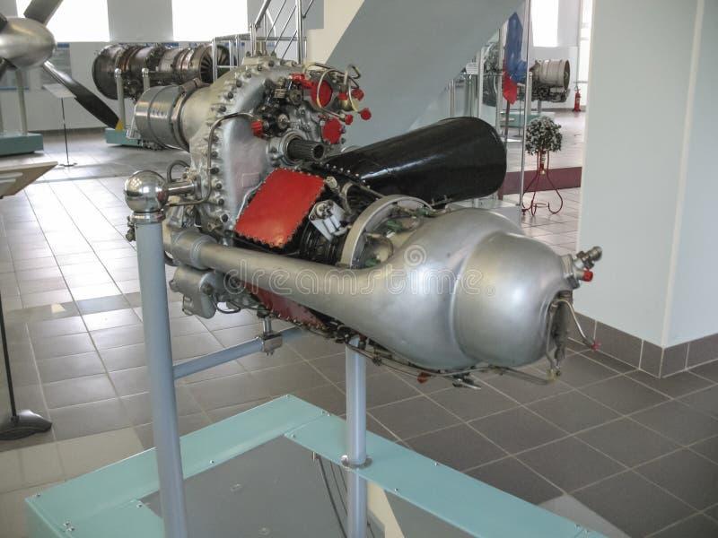 Museum van de geschiedenis van de bouw van de vliegtuigenmotor Vliegtuigenmotoren op tribunes Turbinemotoren en interne verbrandi royalty-vrije stock foto