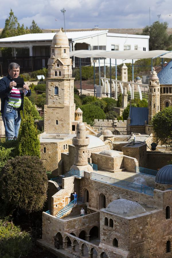 Museum von Miniaturarchitekturmarksteinen von Israel im Freien stockfoto