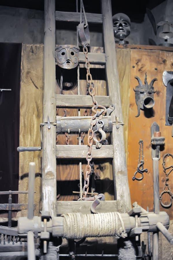 Museum von mittelalterlichen Folterungsinstrumenten stockfotos