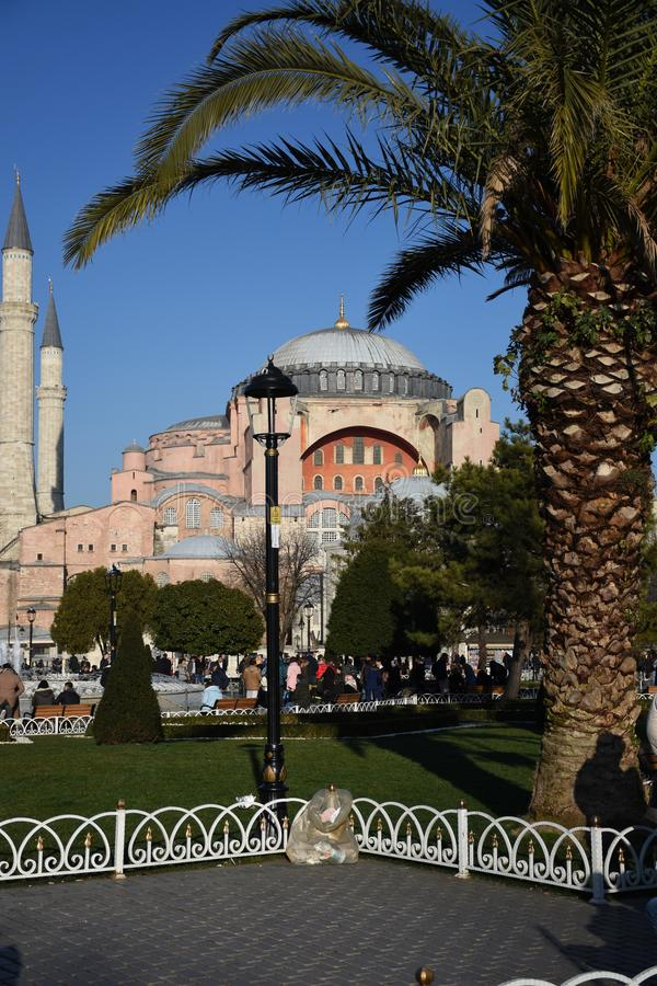 Museums- und Brunnenansicht Ayasofya über vom Sultanahmet-Quadrat in Istanbul, die Türkei stockfotografie