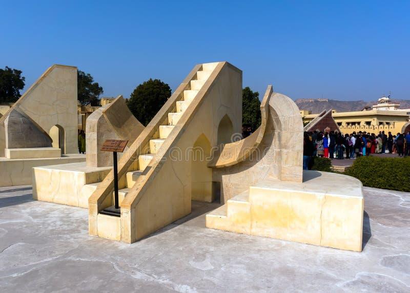 Museumutställningen Astronomiskt instrument på den Jantar Mantar observatoriet - Jaipur, Rajasthan royaltyfri fotografi