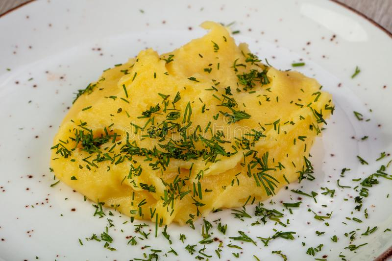 Mushed potatis med dill royaltyfri foto