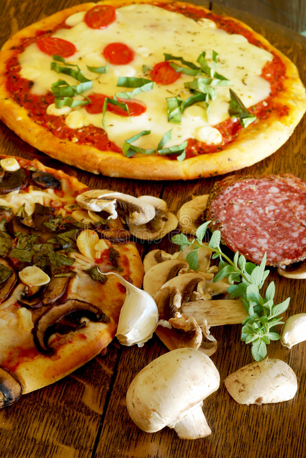 Mushroom Garlic Pizza royalty free stock photos