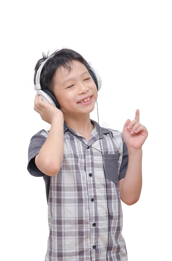 Musica d'ascolto del ragazzo dalla cuffia fotografia stock libera da diritti