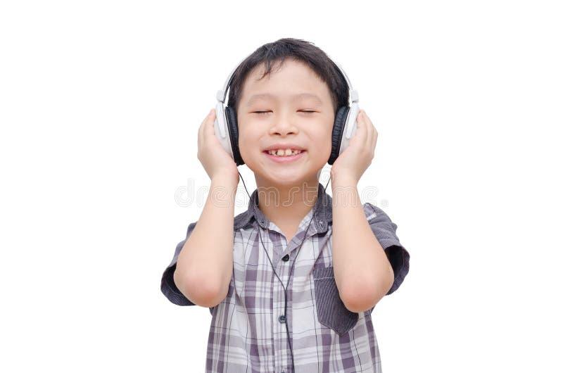 Musica d'ascolto del ragazzo dalla cuffia fotografia stock