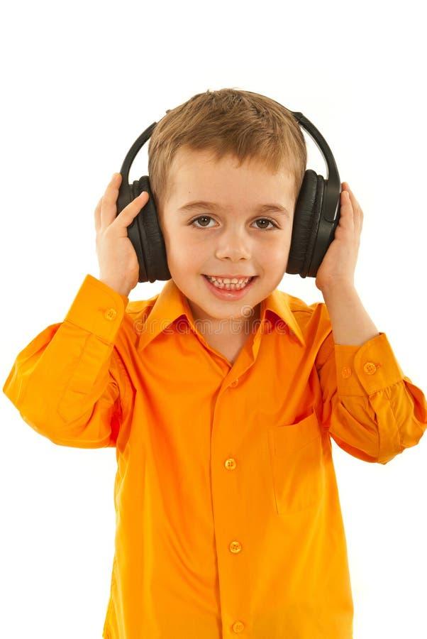 Download Musica D'ascolto Del Ragazzo Prescolare Immagine Stock - Immagine: 23422423