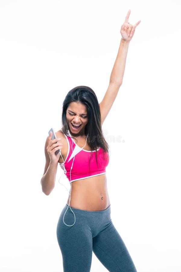 Musica d'ascolto della donna felice in cuffie fotografia stock