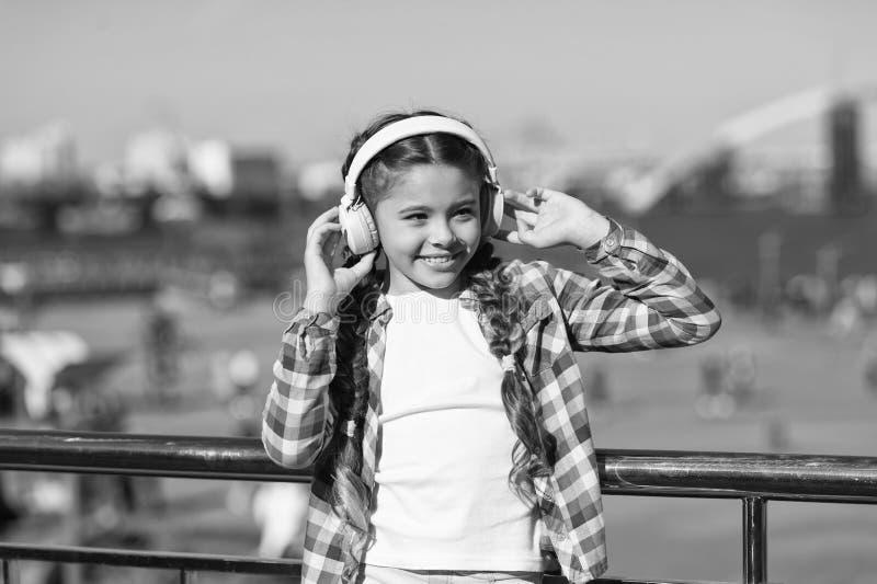 Musica della corrente dovunque Ottenga la sottoscrizione della famiglia di musica Access a milioni di canzoni Migliori apps di mu immagine stock libera da diritti