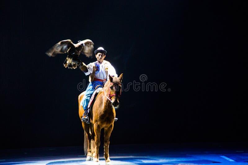 Musical, Uygur, de volta à Rota da Seda, águia fotos de stock