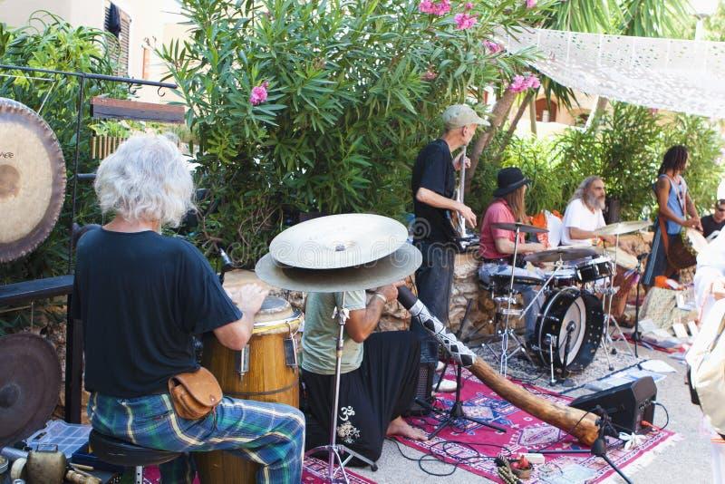 Musicband no mercado do Hippie de Punta Arabi foto de stock