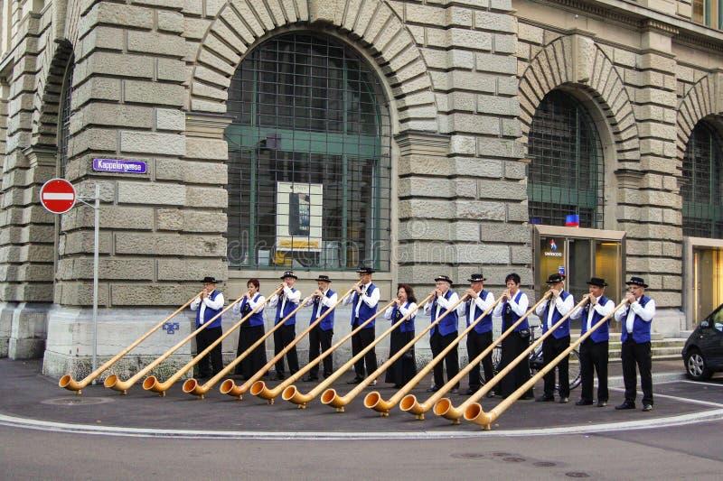 Musici met nationale blaasinstrumenten stock afbeelding