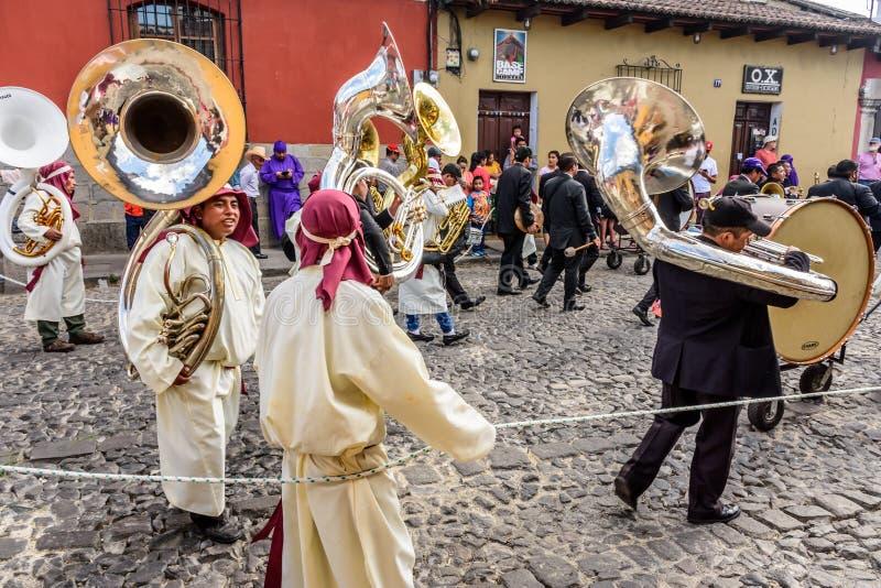 Musici in optocht op eerste Zondag van Geleend, Antigua, Guatem stock fotografie