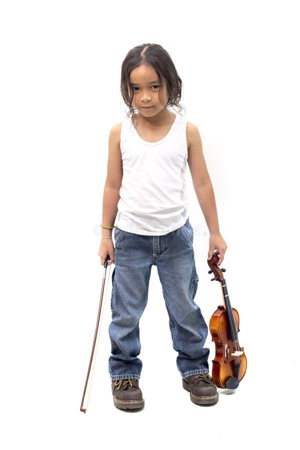 Musicien asiatique de garçon de portrait intégral jugeant un violon d'isolement sur le blanc image stock