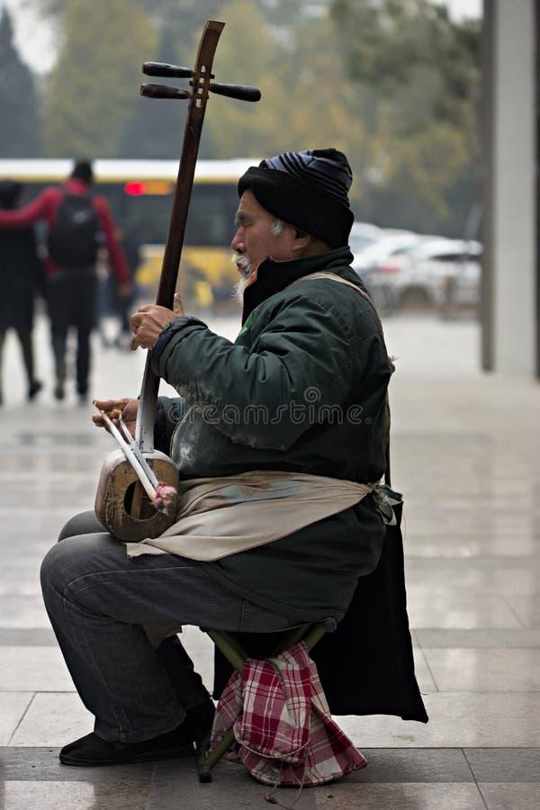 Musicien chinois de rue image stock