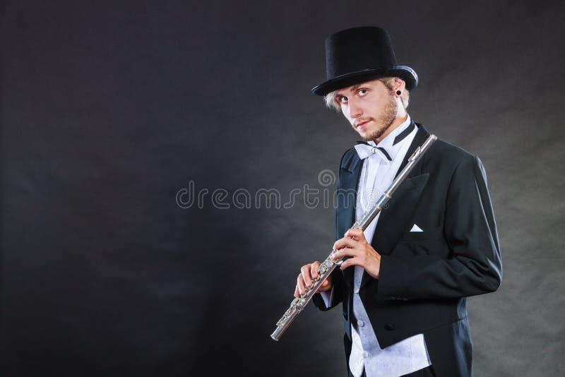 Musicien d'une manière élégante habillé tenant la cannelure photos stock