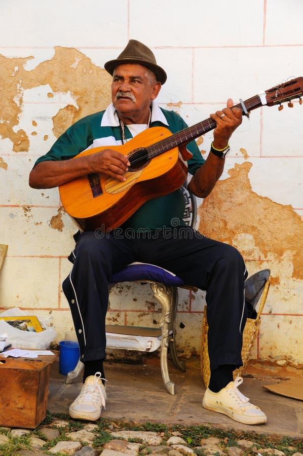Musicien dans la rue du Trinidad, Cuba images libres de droits
