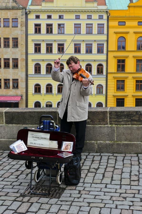 Musicien de rue Les bruits de la musique symphonique Violon photos stock