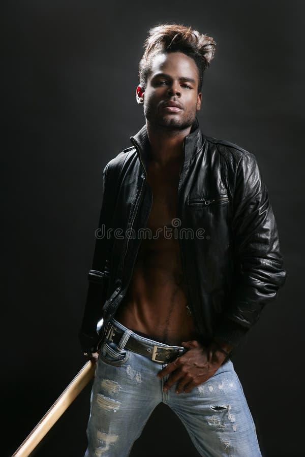 Musicien en cuir afro-américain de vedette du rock photos stock