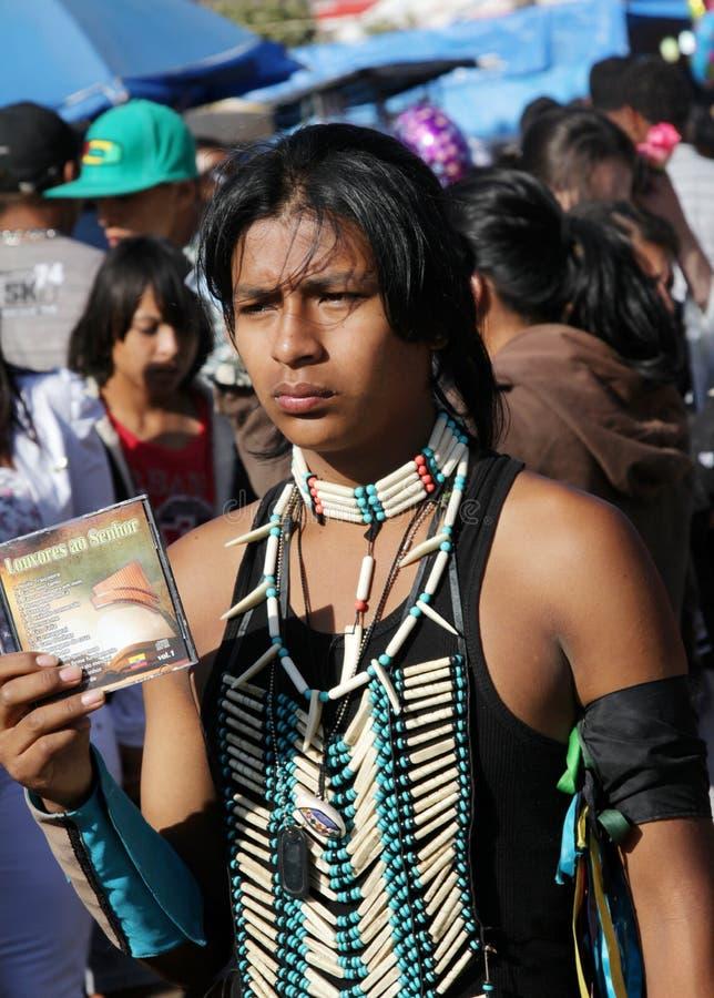 Musicien indien péruvien au pélerinage populaire images stock