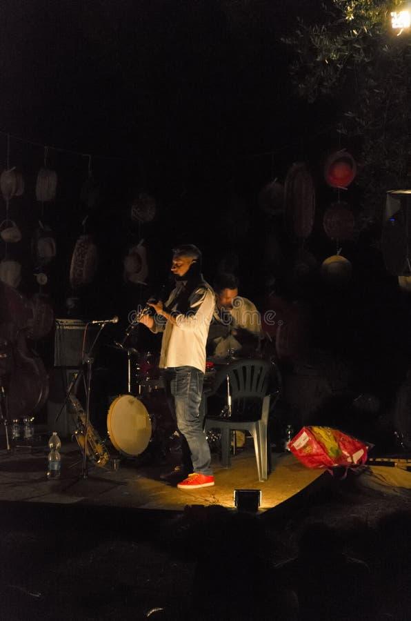 Musicien jouant des bleus en Italie photos libres de droits
