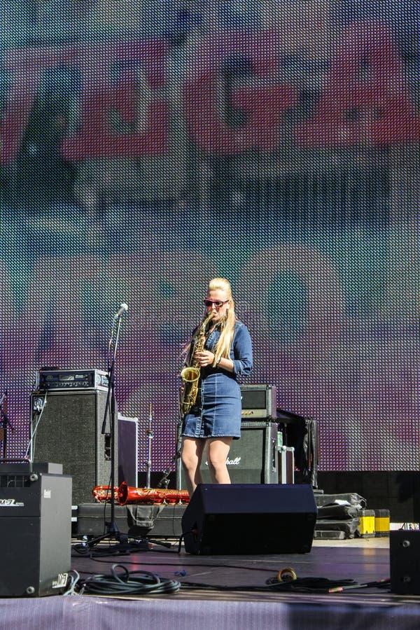 Download Musicien Jouant La Trompette Photo stock éditorial - Image du microphone, éclairage: 77157033