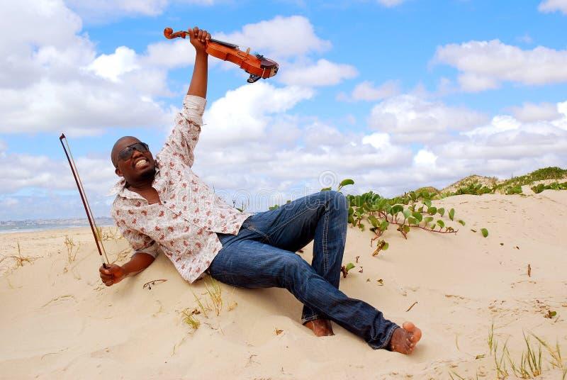 Musicien réussi heureux image stock