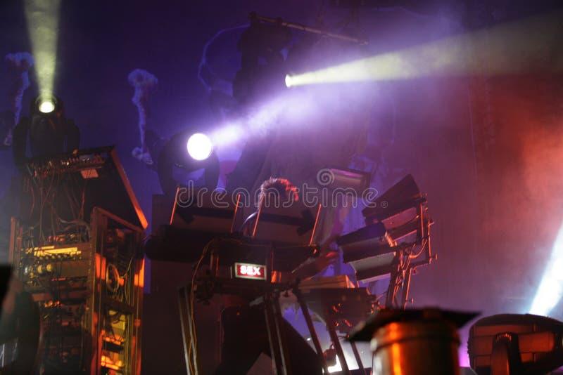 Musicien sain de producteur de Liam Howlett sur l'étape, Prodigy, concert en Russie 2005 photo libre de droits