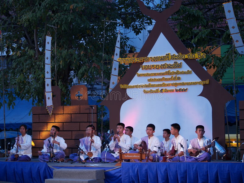 Musiciens de l'adolescence thaïs photographie stock libre de droits