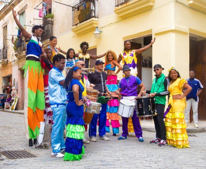 Musiciens et danseurs de rue à vieille La Havane photos stock