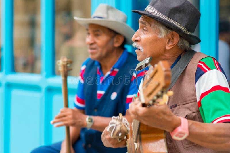Musiciens jouant la musique traditionnelle à vieille La Havane photo libre de droits