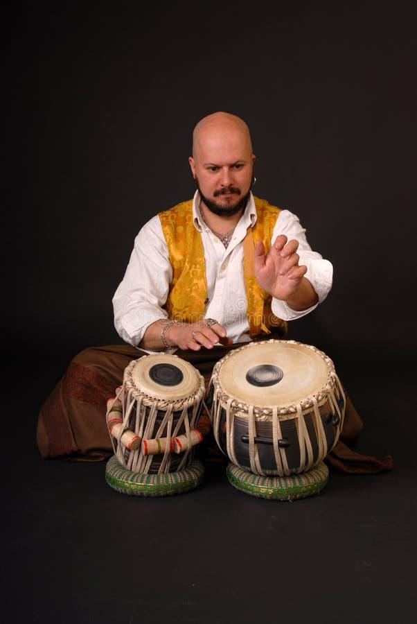 Musicion turc gras de percussion de tabla de tambour image libre de droits